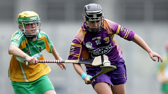 Lorraine Kenna of Offaly chases down Fiona Rochford of Wexford