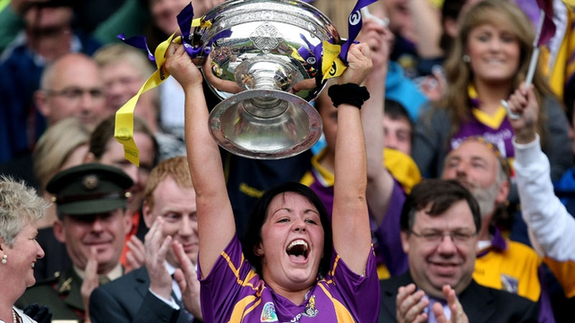 Una Lacey lifts the cup for Wexford