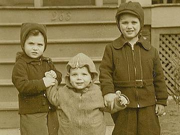 CSÍ - Robert( 6) Muriel (4) and John (2) Traina
