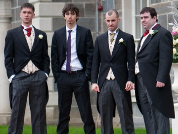 Tommy (Killian Scott), Darren (Robert Sheehan), Nidge (Tom Vaughan Lawlor) and his brother