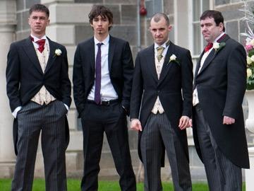 Tommy (Killian Scott), Darren (Robert Sheehan), Nidge (Tom Vaughan Lawlor) and his brother