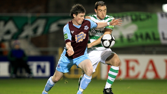 Stephen Price of Shamrock Rovers gets to grips with Drogheda United's Peter McMahon