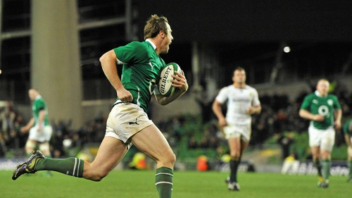 Tommy Bowe races over to score Ireland's first try