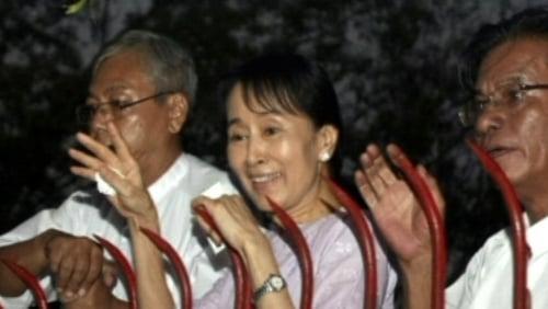 Aung San Suu Kyi - Greets crowd following release