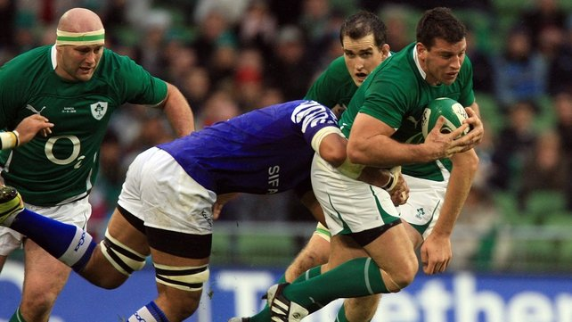 Denis Leamy makes the hard yards against Samoa