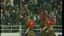 RTÉ.ie Extra Video: Bull jumps into the crowd in Canada
