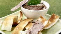 Chicken Liver Pâté with Sweet Apple Relish - The combination of port, brandy and thyme gives this rich, smooth pâté bags of flavour - fabulous as a dinner party starter on toast, crusty bread or thin crackers and with a dollop of the sweet apple relish.