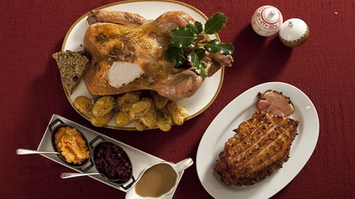 Traditional Roast Turkey with Cranberry Gravy