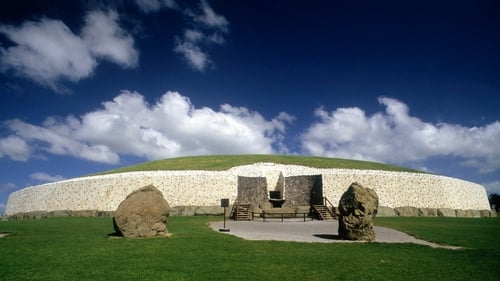 Newgrange - Sunlight enters the chamber on 21 December