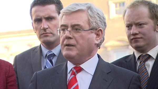 Eamon Gilmore - Coalition is 'politically dysfunctional'