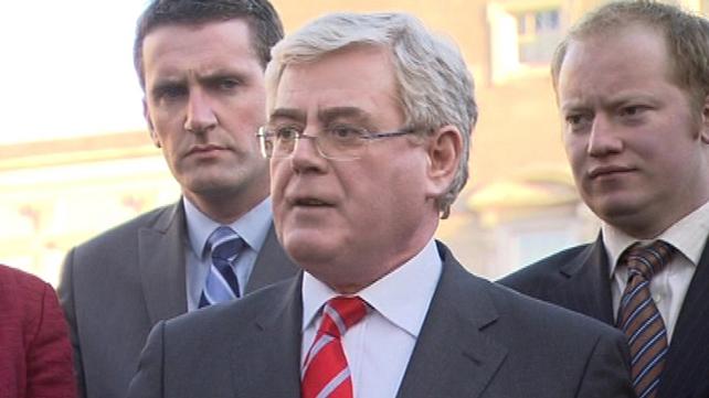 Eamon Gilmore - Coalition is 'politically dysfunctional'