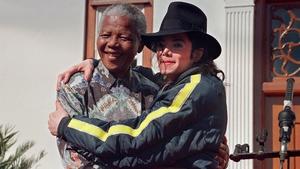 Michael Jackson poses with Nelson Mandela in Kwazulu-Natal on 20 July 1996