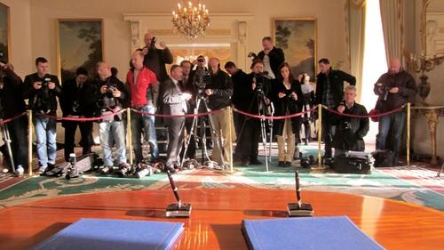 Áras an Uachtaráin - The press await the arrival of Brian Cowen and Mary McAleese