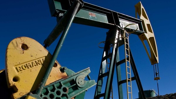 Oil prices - Weaker dollar lifts US crude