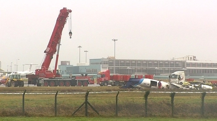 Crane will dismantle plane wreckage