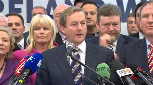 Donncha Mac Fhionnlaoích Teachta Dála, Aire Stáit na Gaeltachta.