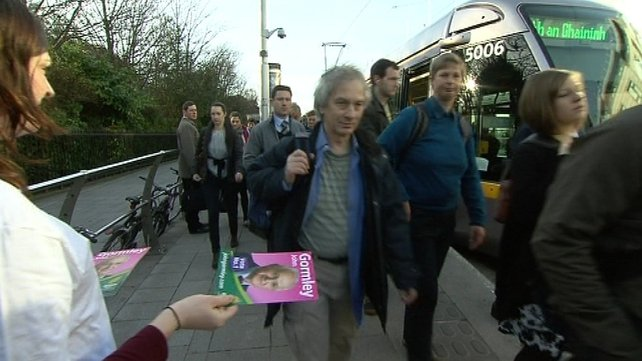Green Party - Handing out leaflets in Dublin St Stephen's Green