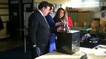 Taoiseach Brian Cowen casts his vote