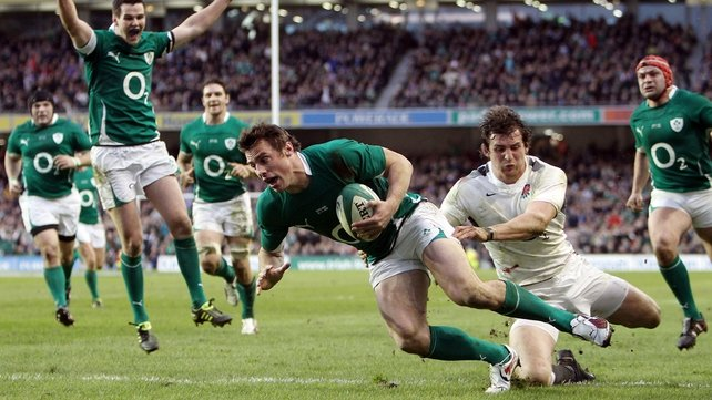 Tommy Bowe gets away from Tom Wood...