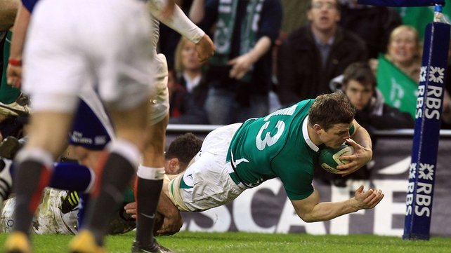 Ireland continue to dominate in the early stages of the second half and Brian O'Driscoll gets over for a try in the 45th minute...