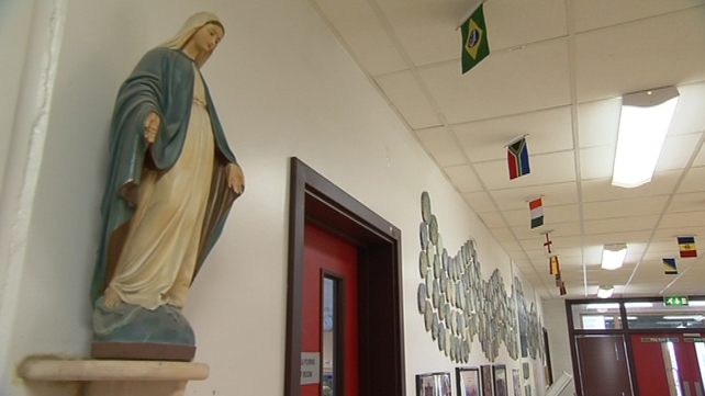 The report calls for changes to the teaching of religion in primary schools