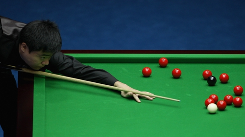 Ding Junhui edged out Michael Holt in the first round of the Haikou Open