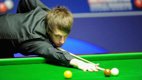 Judd Trump will take on Peter Ebdon in the semi-finals of the International Championship in Chengdu