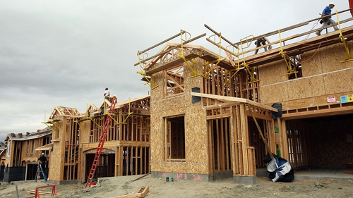 US builders started work on 890,000 new houses last month