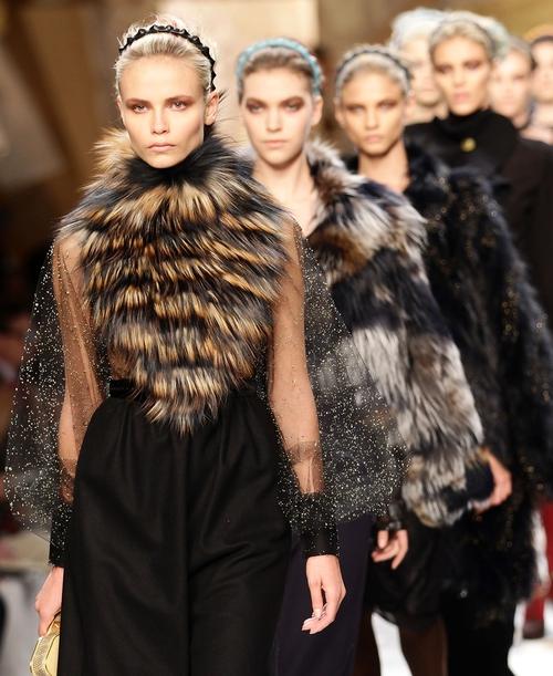 b4a7f535aac1 Fendi - Autumn Winter collection abundant with fur