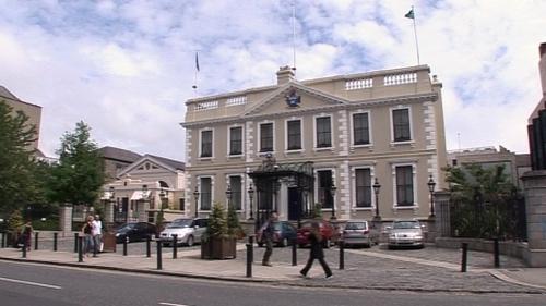 Mícheál Mac Donncha takes over as Lord Mayor from Brenda Carr
