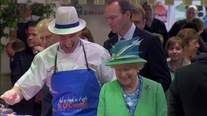 Fishmonger Pat O'Connell showed the queen his stall at the English Market in Cork