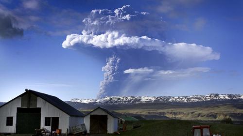 Iceland - Grimsvotn started erupting Saturday
