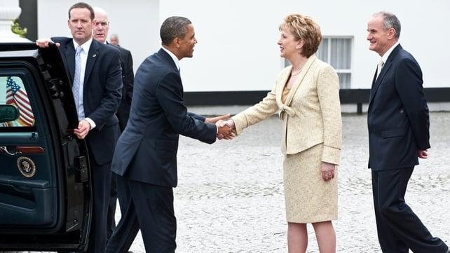 Barack Obama - Mary McAleese greets the US President at Áras an Uachtaráin