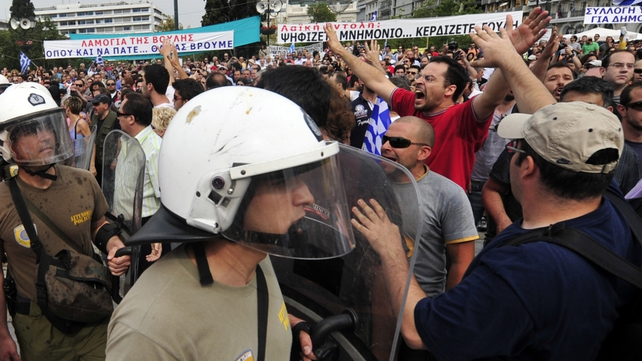 Greece - March on parliament over new measures