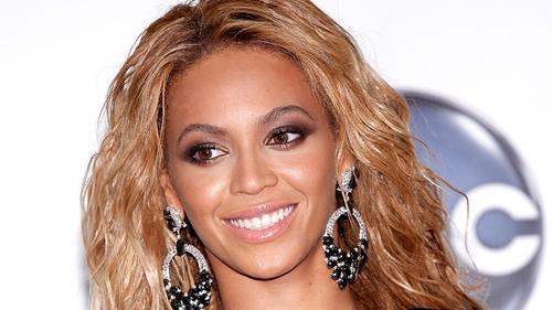 Beyonce - The singer praises Kelly Rowland