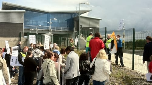 Hansfield Train Station - Protests take place
