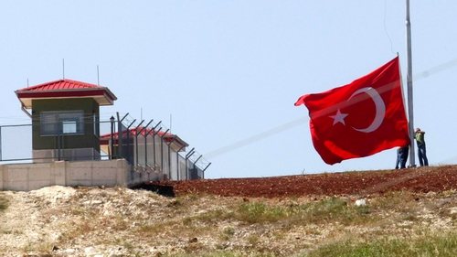 The Turkish border with Syria stretches 900km