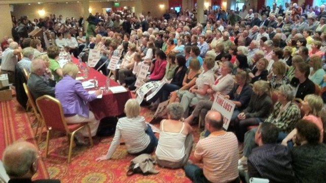 Protest - 2,000 attended public meeting over emergency unit