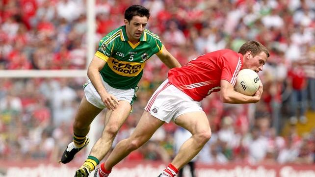 Aidan O'Mahony of Kerry hunts down Cork's Patrick Kelly