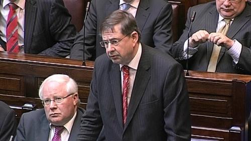 Éamon Ó Cuív says Fianna Fáil should run a candidate
