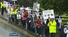 Nine News: Up to a thousand attend protest