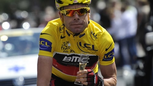 8da6c8376 Cadel Evans - Rides with a glass of Champagne in the 95km and last stage of