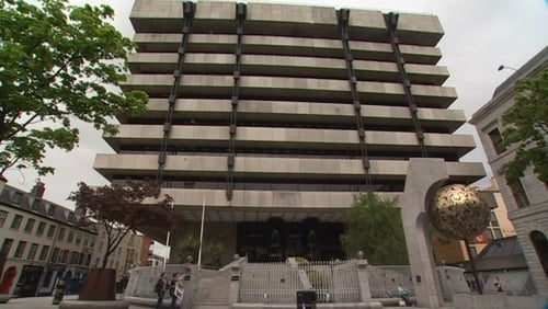 Central Bank figures show a decline in deposits and mortgages in the past year
