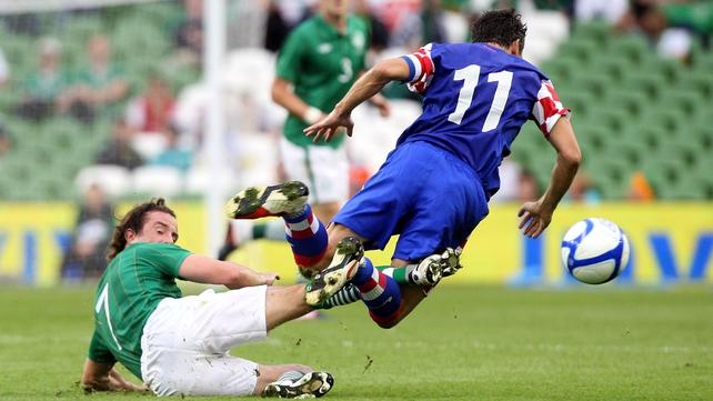 Stephen Hunt - Gets in a tackle on Croatia's Darijo Srna at the Aviva Stadium