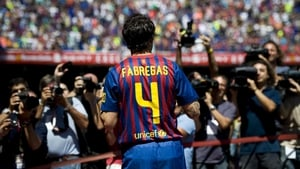 Cesc Fabregas looks set to stay at Barcelona despite overtures from Manchester United