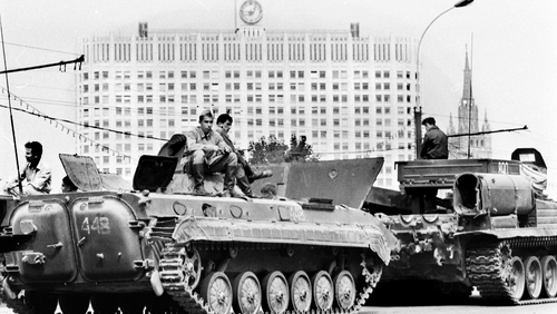 Soviet Army soldiers in central Moscow on August 19, 1991, in front of the Russian White House