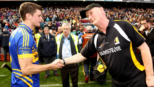 Brian Cody offers commiserations to Paul Curran after the game