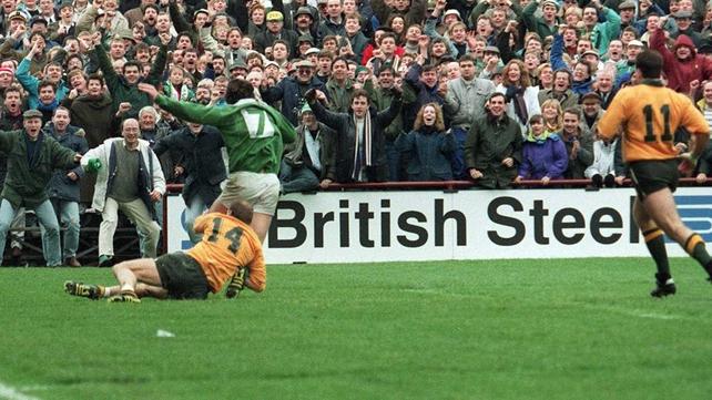 Gordon Hamilton scores for Ireland against Australia in the 1991 World Cup quarter-final