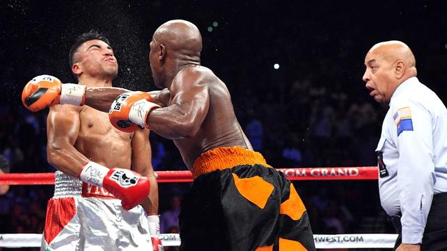 Floyd Mayweather downs Victor Ortiz