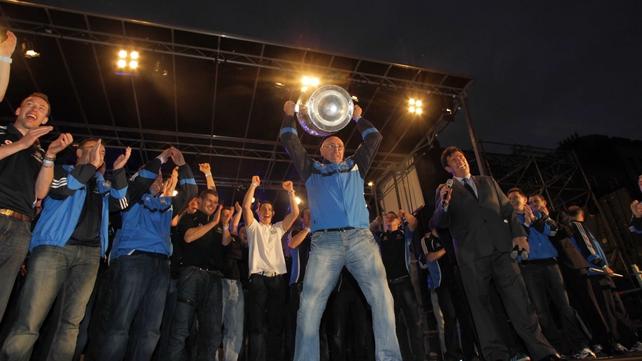 Mickey Whelan holds the Sam Maguire aloft